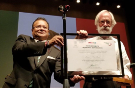 Ricardo Pineda Albarrán (left), consul general at the Consulate of Mexico in Tucson, presents College of Science Dean Joaquin Ruiz with the government of Mexico's Mexicano Distinguido, or Distinguished Mexican, award at a September ceremony.