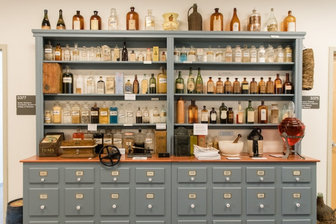 More than 300 medical antiques are on display at the College of Medicine – Phoenix. The collection is curated and owned by Robert Kravetz, a gastroenterologist and clinical professor of internal medicine and medical humanism. (Photo by Tabbs Mosier/College of Medicine – Phoenix)