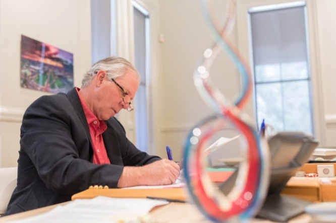 """Since September, UA President Robert C. Robbins has been holding office hours for students to chat with him about a variety of topics. """"I encourage everybody to tell me exactly what's on their mind; don't hold back,"""" Robbins said. (Photo: Chris Richards/UA Alumni Association)"""