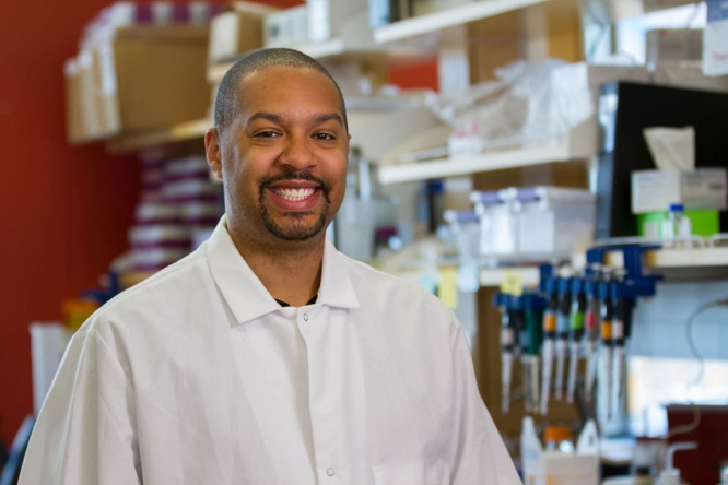 Michael Johnson, assistant professor of immunobiology, applies lessons in creativity from his music background to research on copper stress in bacteria. (Photo by Deanna Sanchez/BIO5 Institute)